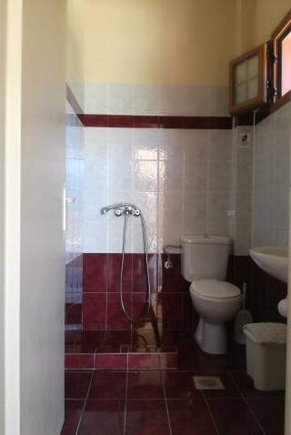 accommodation marina anna bathroom